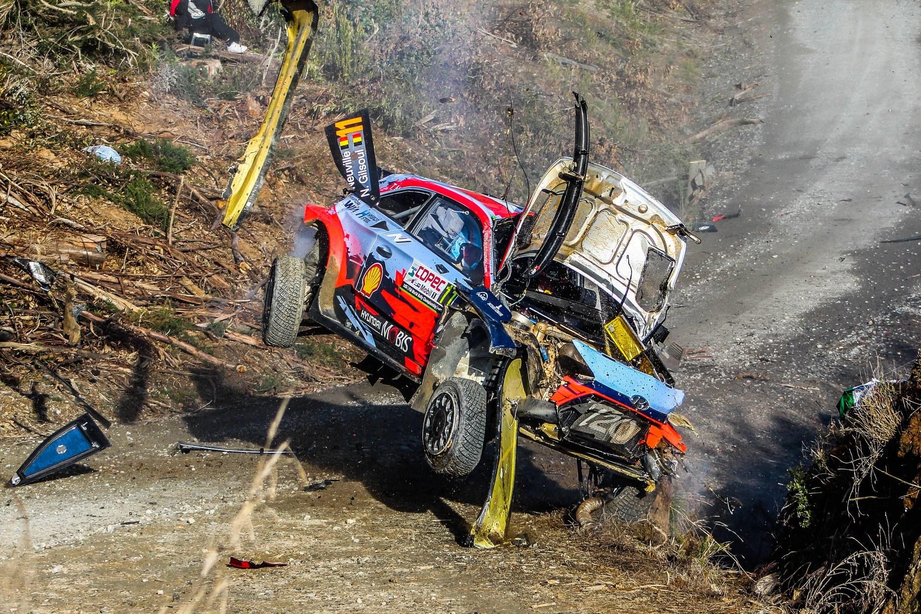źródło: fb/WRC |  Koszmarny wpadek Neuvilla na OS8