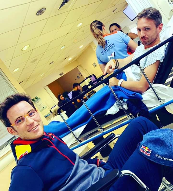 źródło: fb/Thierry Neuville     Thierry i jego pilot Nicolas podczas krótkiego pobytu w chilijskim szpitalu