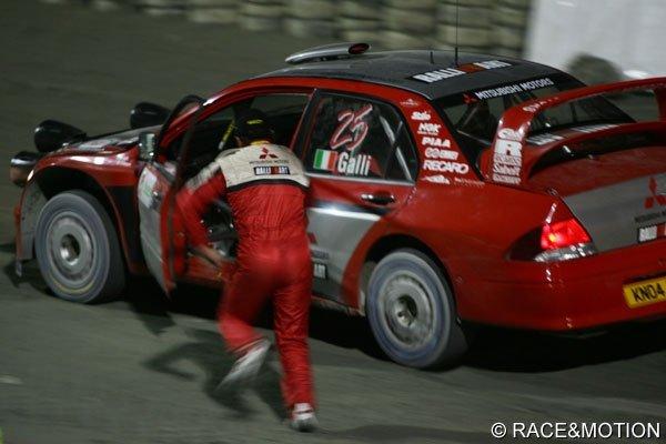 źródło: RACE@MOTION  | Galli pędzi za samochodem podczas Memoriału Bettegi
