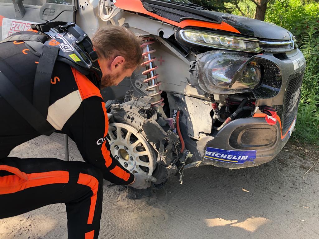 źródło: FIA ERC   Lukyanuk z przebitą oponą na OS11
