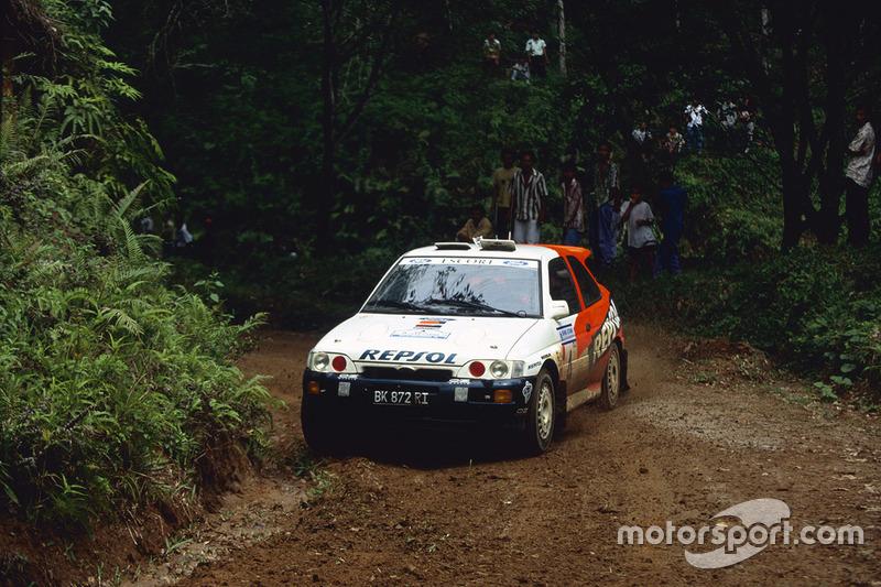 źródło: motorsport.com  |  Carlos Sainz w drodze po jedyne zwycięstwo Forda w 1996 w Indonezji
