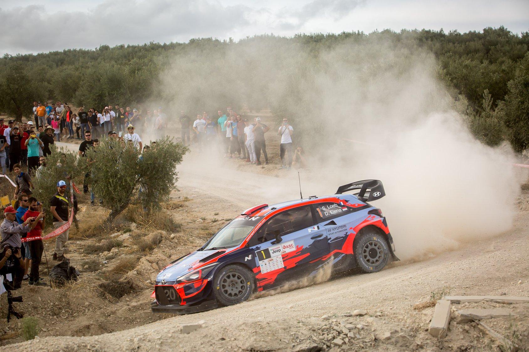 źródło: Hyundai Motorsport | Sebastien Loeb podczas Rajdu Ciudad de Granada